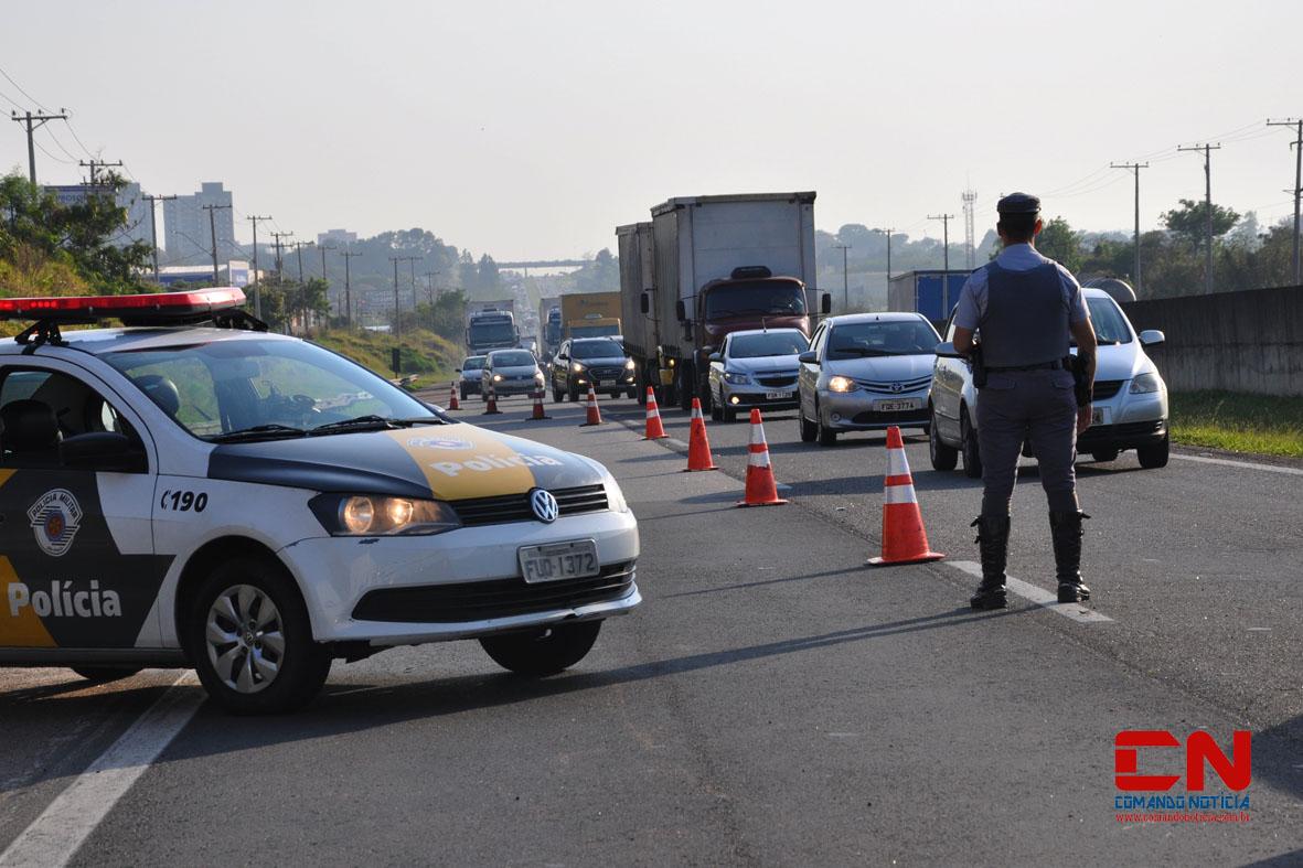 caminhão tombado rodovia acidente polícia rodoviária colinas2