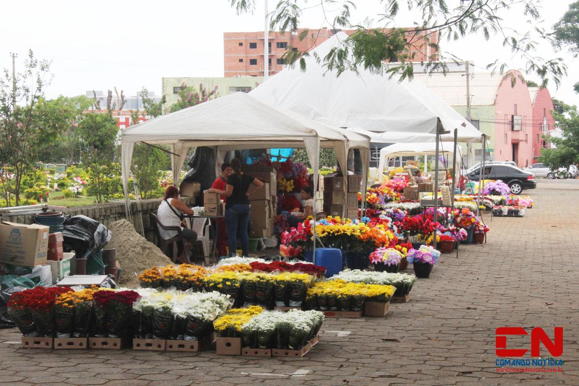 finados cemitério flores pessoas2